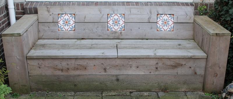 Tuinbank met portugese tegels